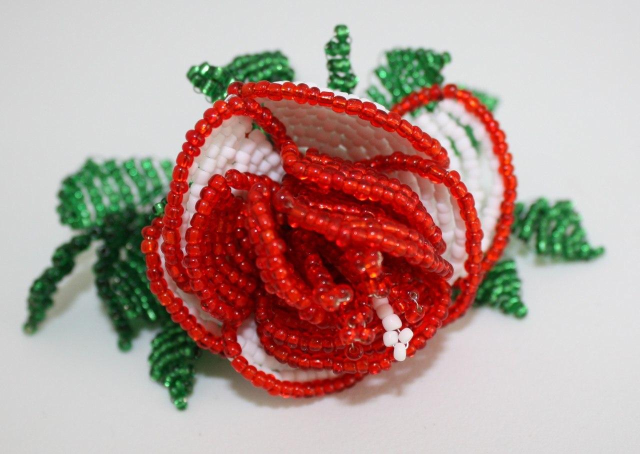Научиться из бисера делать розы из