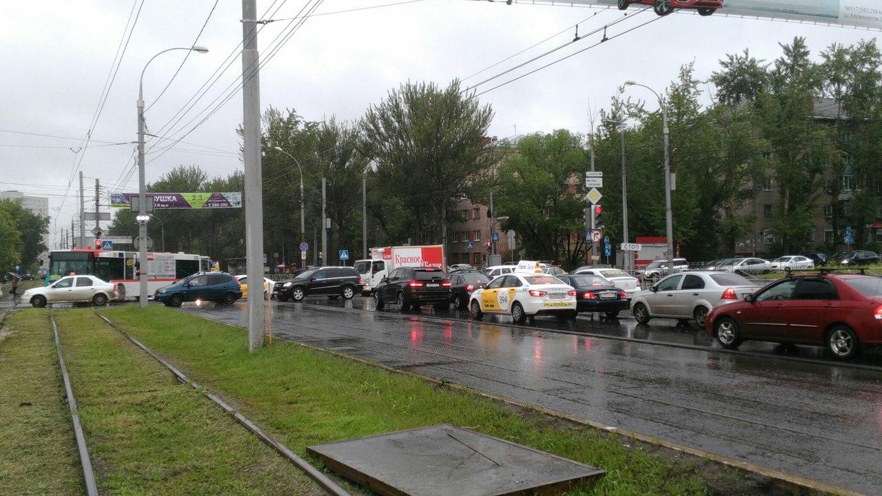 В Перми из-за ДТП на бульваре Гагарина образовалась пробка