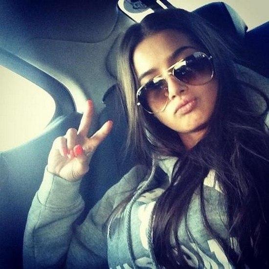 Фото красивых девушек в очках брюнетки вид сзади 20 фотография