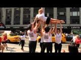 SHELLAC-флешмоб на Тайм Сквере во время недели моды в Нью-Йорке