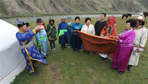 Родственники благославляют невесту