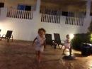 Игры возле басейна вечером