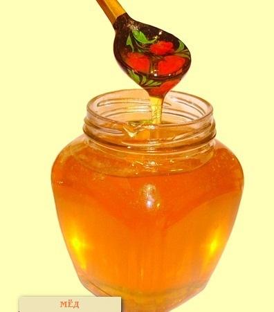 Затем сделать два марлевых жгута, обмакнуть их в мед, хорошо пропитав.