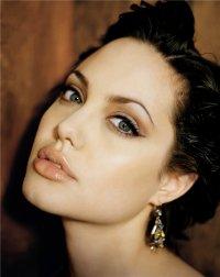 Angelina Jolie Voight, Los Angeles