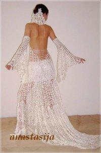 ...очень много, а лишь отобранные, отражающие типичные фасоны, либо же фотографии вязанных свадебных платьев.