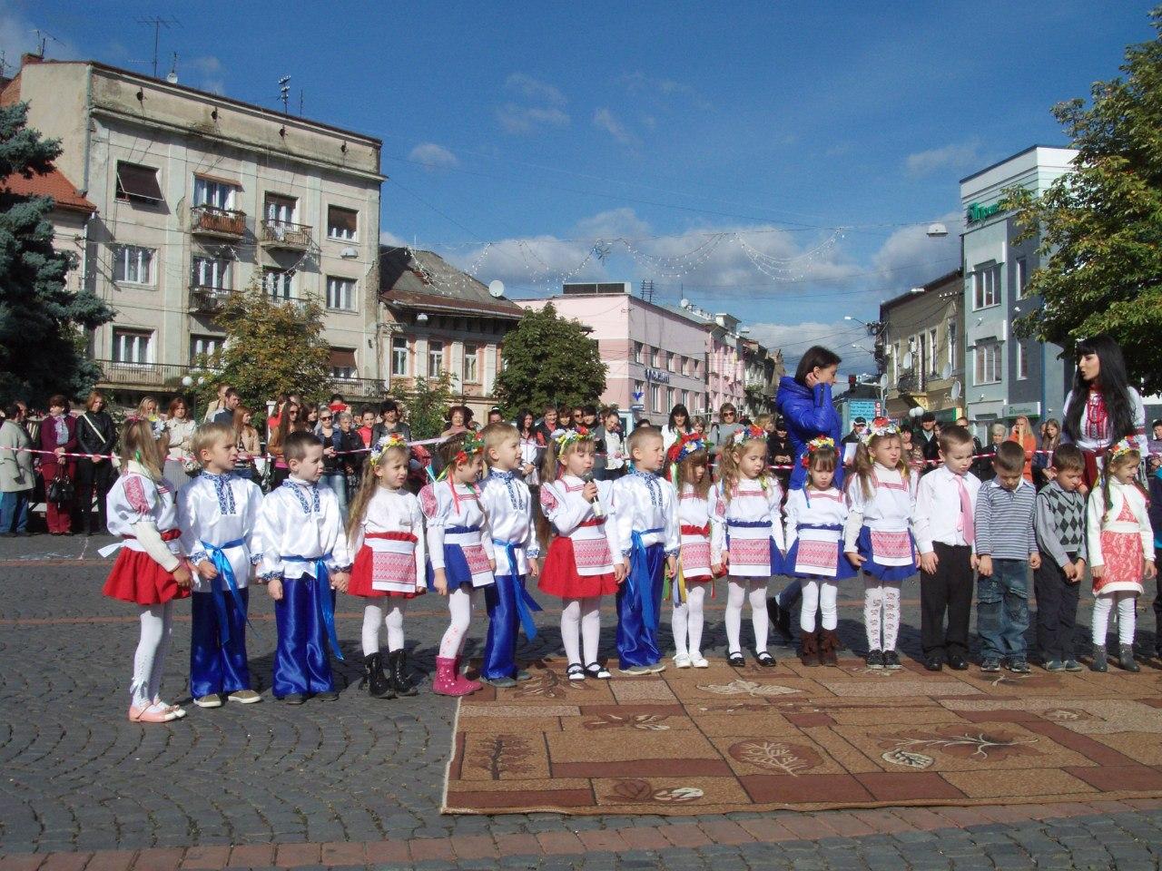 Парад дошкільнят в місті Мукачеві 27 вересня 2013 року