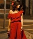 Красивое вечернее платье с воротником листом лотоса.