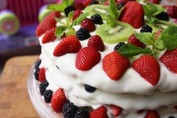 Молдавский торт на сковороде с фруктами