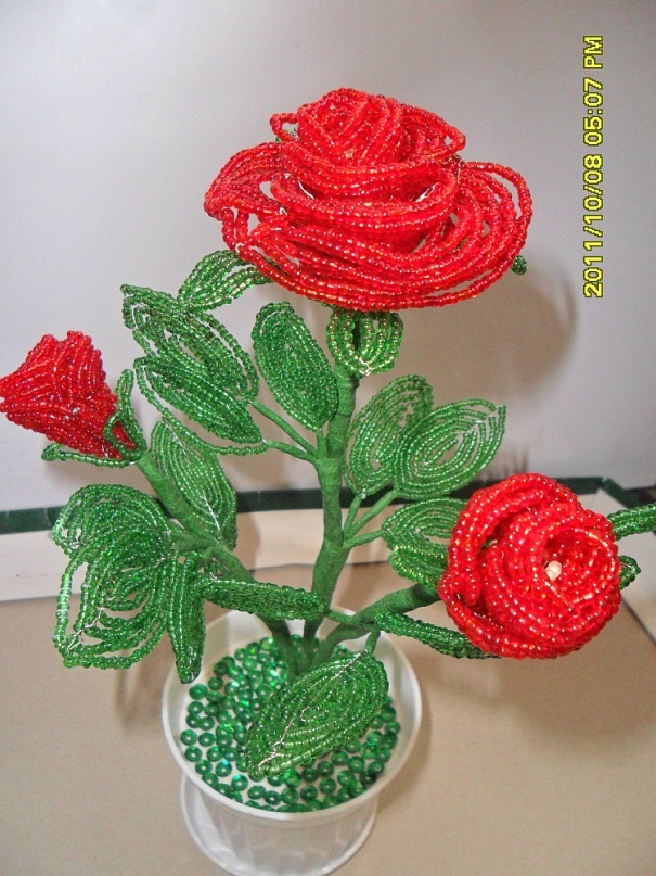 Продам розы из бисера.