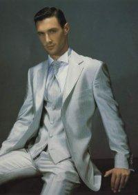 Мужской итальянский костюм тройка для парня, на размер 46-48 Классно для выпускного.  Супер качество.