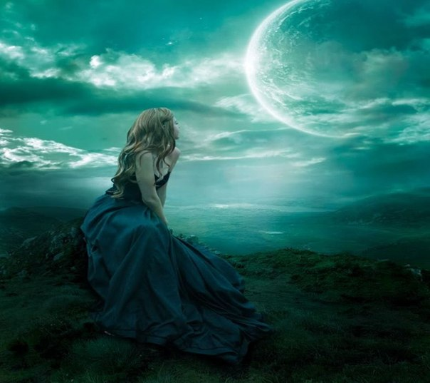Ночью снежной, колдовской.  Зачарован лунным светом.  Серебрится слабый след.