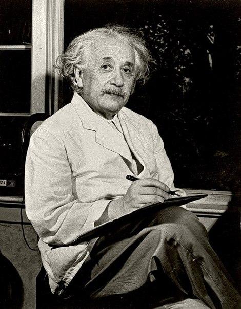 Альберт Ейнштейн фото оргигінал І багато його розумних уитат