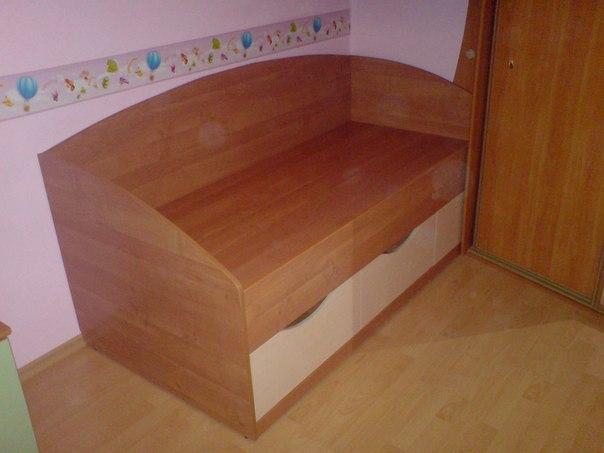 Кровати и диваны