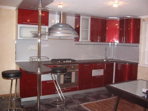 Угловая кухня со сферическими фасадами, облицованными ПВХ пленкой. Барная стойка. Размер на фото 3000x1100мм