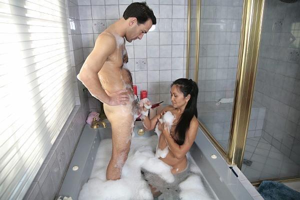 азиатки моют мужиков видео - 14