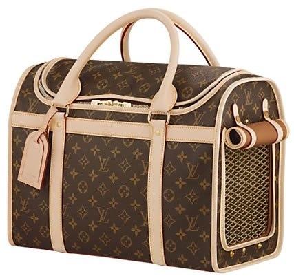 Первые сумки Louis Vuitton поступили в продажу в 1892.