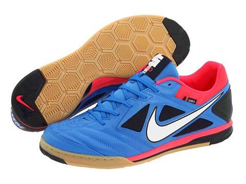 ...наличии! ... обувь для игры в футбол, то стоит обратить.