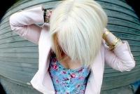 polnaya-blondinka-s-korotkimi-volosami