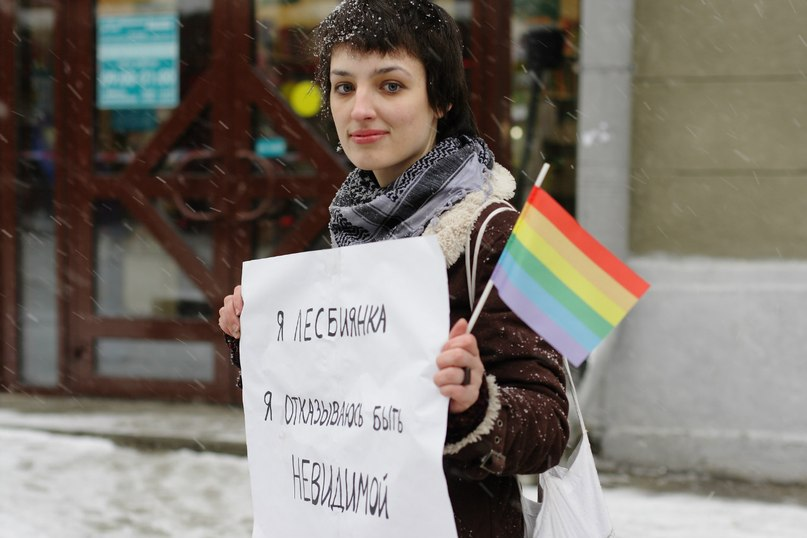 Лезбиянки целуются языками