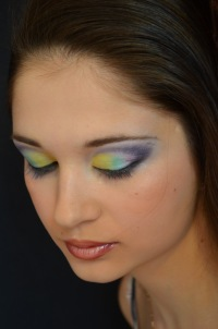 Дневной макияж для голубых и нависающих век глаз