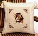 Котёнок на подушке - схема для вышивки крестиком.