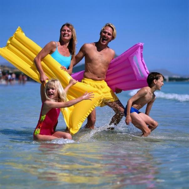 ...журнал Amelia открыл вакансию специалиста по пляжному отдыху.