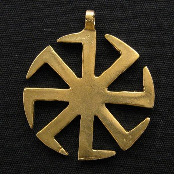 Коловрат (Солнцеворот) символизирует ярое Солнце и вечное вращение в Природе (Сварожьи колёса): день и ночь...