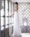 21. Шелковое свадебное платье, с открытой спиной, декорировано цепями и...