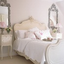 Интерьер спальни в стиле шебби шик.