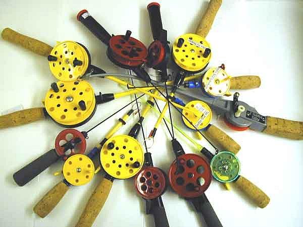 Зимняя удочка, предназначенная для ловли маленьких, средних рыб, состоит из лесы, удильника, зимней...