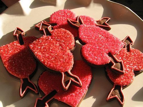 Пироженные, конфеты и торты на любой вкус и цвет.