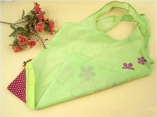 ...выкройка.  Понравилась идея вот такой Эко-сумки в виде клубнички.