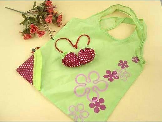 Детская сумка - трансформер в виде клубнички или сердечка.