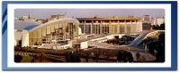 """Здание бассейна спортивного комплекса  """"Олимпийский """" - имеет необычный дизайн со стеклянными витражами."""