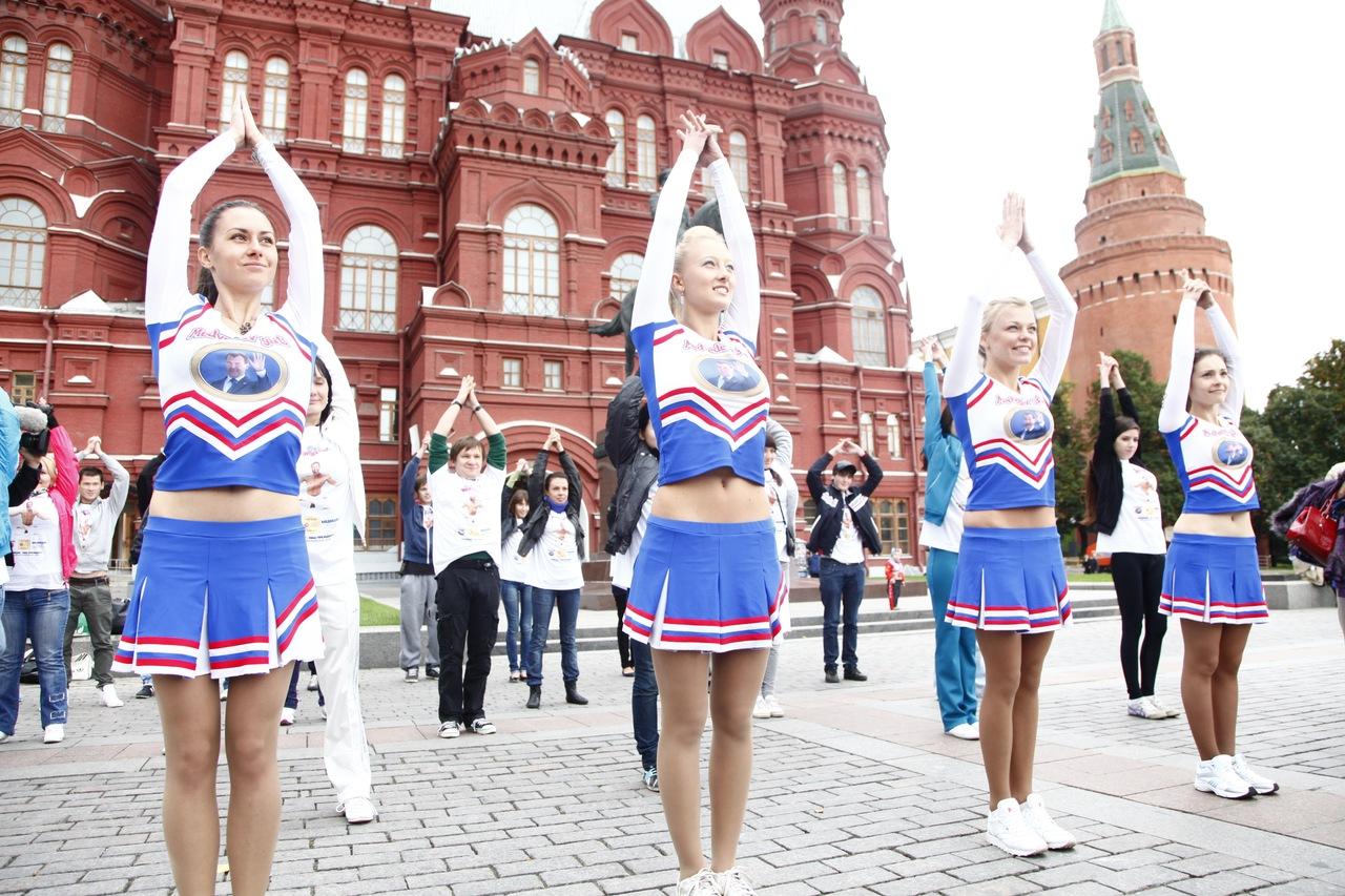 Medvedev girls' show gifts for Medvedev's birthday|World ...
