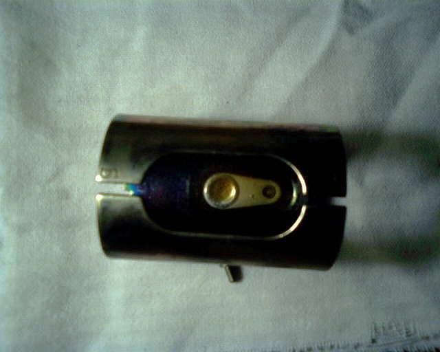 Получение мутантов с помощью излучений Просмотр темы  Установлен этот источник под поворачивающейся стальной фигней на блоке детектирования Для демонтажа необходимо сточить крепящую его алюминиевую заклепку а
