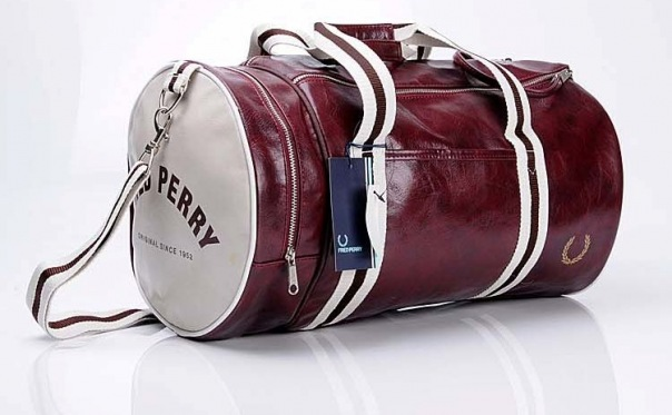 Спортивная сумка FRED PERRY.  МАТЕРИАЛ: эко-кожа высшего сорта.