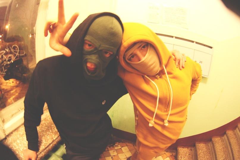 Фото друзей в масках