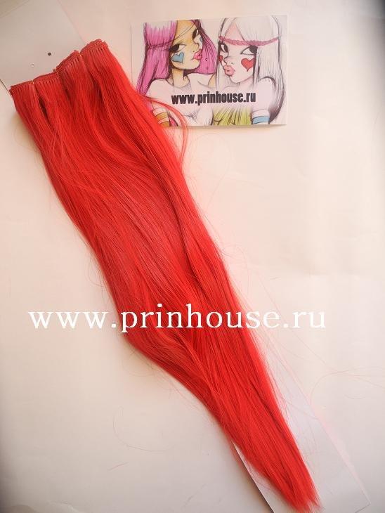 волосы на заколках красного цвета