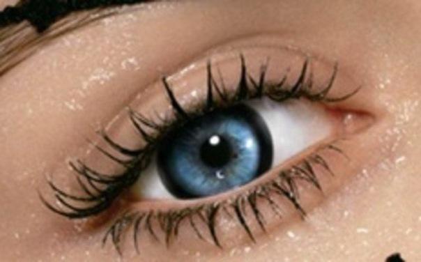 Просто у неё голубые глаза, длинные русые волосы и лучшая в мире...