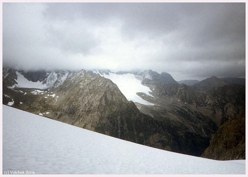 Вид с перевала на окрестные ледники