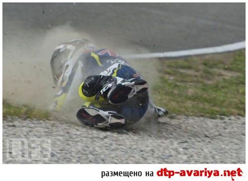 слетел с мотоцикла фото