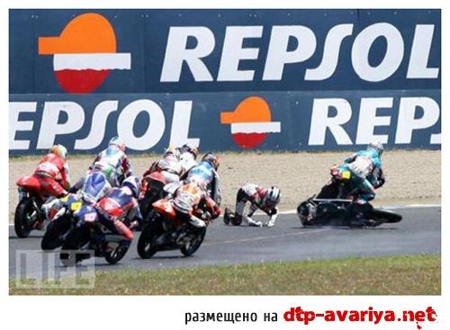 смотреть фото мото аварий на гонках