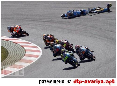 смотреть фото мото аварии на гонках