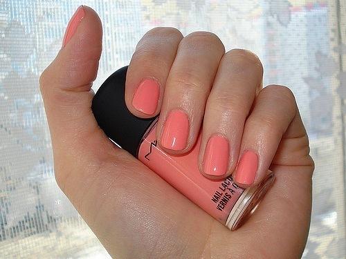 Фото маникюра цвета персик
