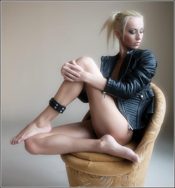 ...и единственный кожаный браслет на ногу на сайте Ярмарка мастеров .