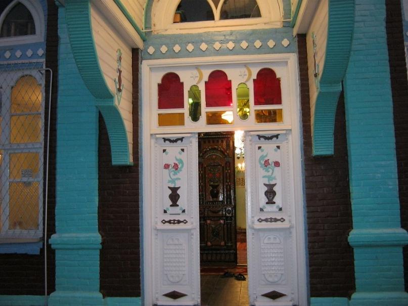 уникальные рисунки на дверях мечети в Куба