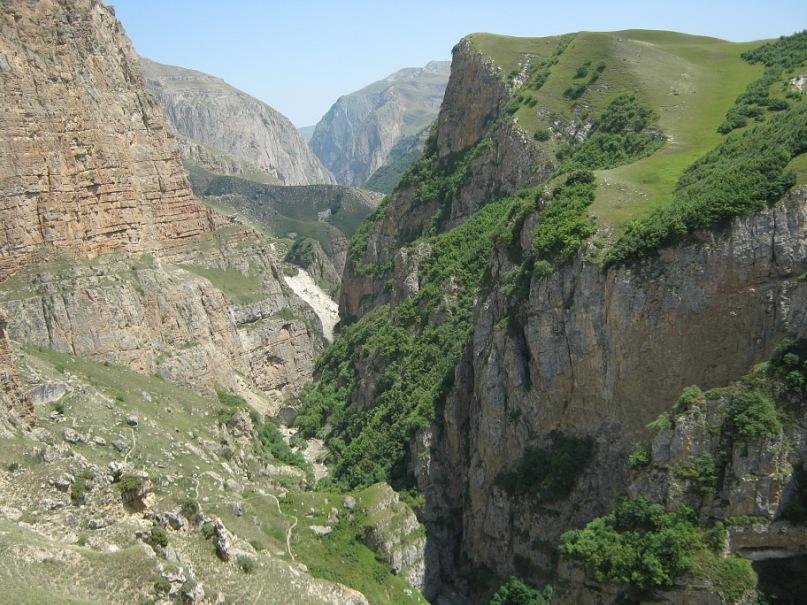 ущелье по пути в село Хыналыг