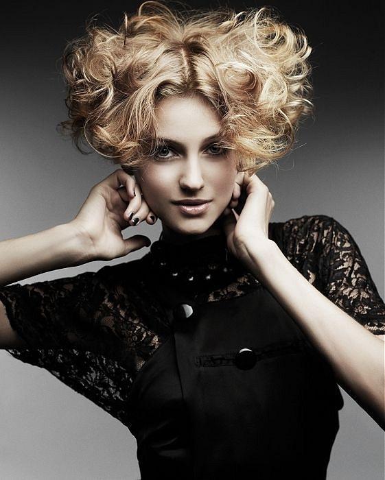 Красивые ухоженные волосы, стильная стрижка и укладка способны повысить настроение любой женщине, ведь так приятно...