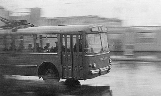 Подпись иллюстрации:11 февраля 50 лет назад (1962) на улицы Мурманска вышел первый троллейбус.